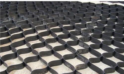 土工格室是什么,土工格室如何在道路护坡工作中应用?
